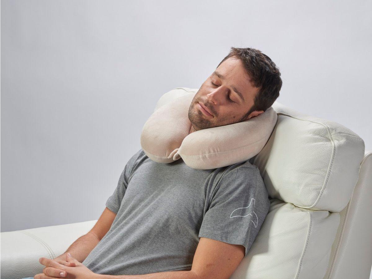 כרית תמיכה צווארית אורטופדית, כרית תמיכה לצוואר לטיסה