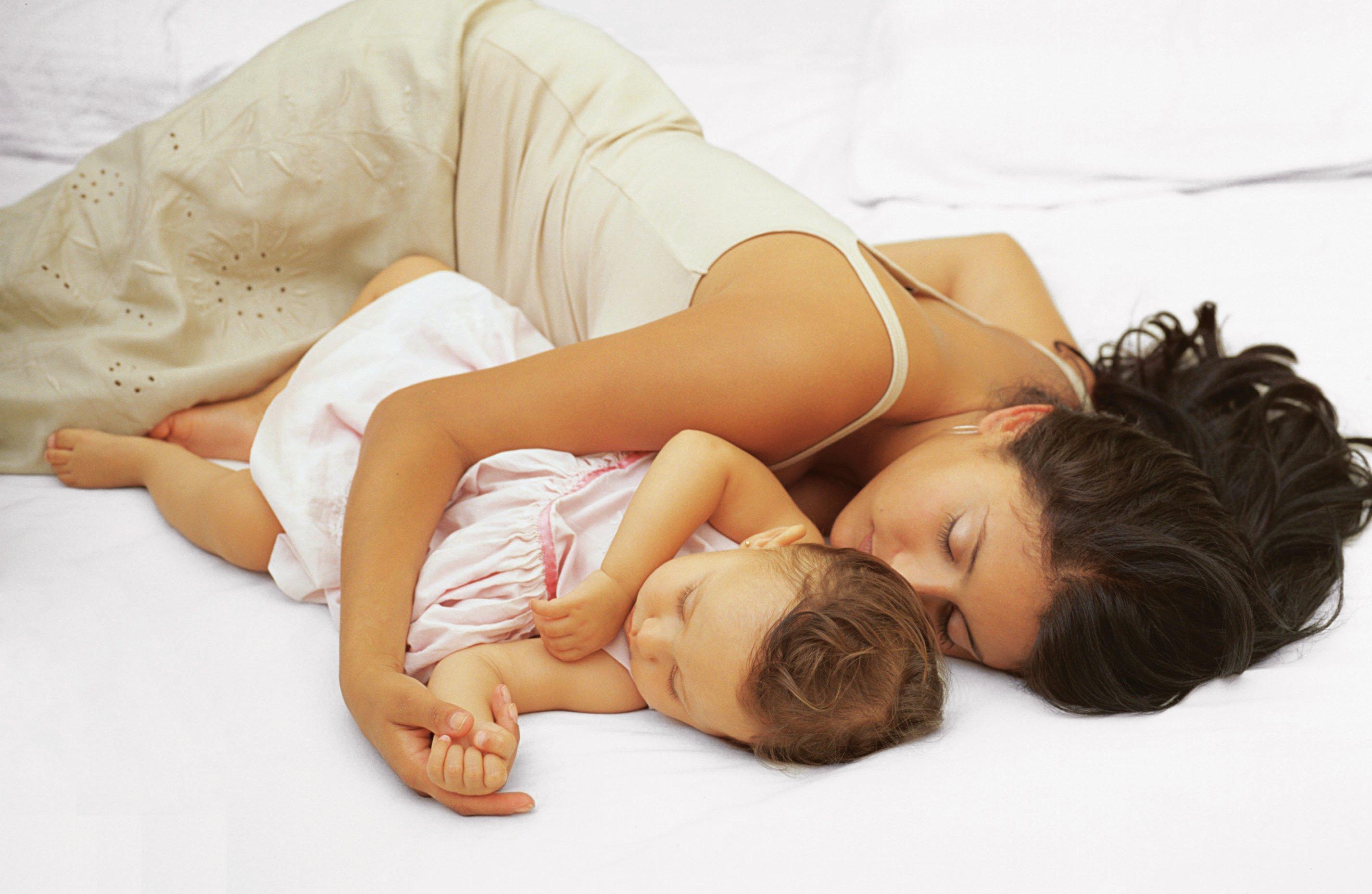 מילדות לבגרות: מעגל החיים דרך הרגלי השינה