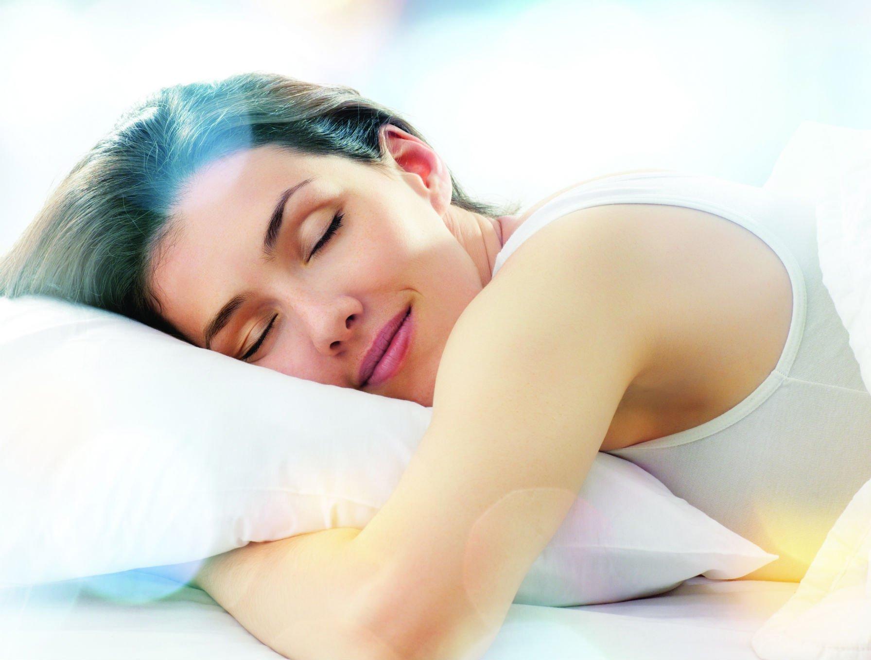 האחת והיחידה: התנוחה הבריאה ביותר לשינה